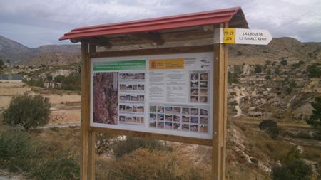 Cartel que anuncia Restauración ambiental Barranco blanco en Agost