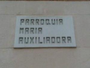 Placa de la Parroquia María Auxiliadora fotografiada el 11/12/2013