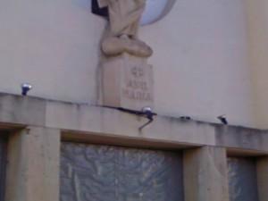 Placa inscripción Ave Maria en la Parroquia de San Gabriel, fotografiada el 27/12/2013