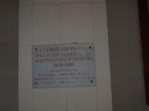 Placa fotografiada en el patio claustral de la Concatedral de San  Nicolas el 27/12/2013