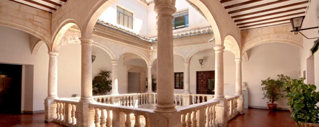 Patio del palacio municipal de Villena