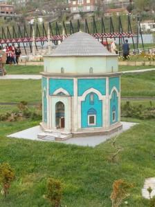 Mausoleo Verde, lugar donde está enterrado el pirata (kendimenotlar)