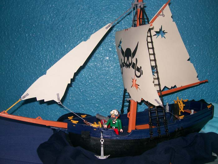 Barbarroja surcando los mares en su gran barco