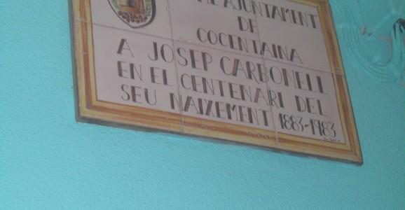 En esta foto encontramos una placa de conmemoración a un personaje centenario de Cocentaina, Josep Carbonell, remitida por el ayuntamiento de Cocentaina. Esta placa está situada encima de la puerta […]