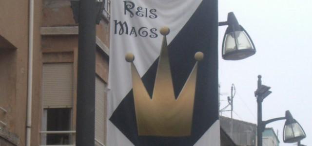 En esta foto podemos apreciar las pancartas que cuelgan en las farolas para el día de la cabalgada de los Reyes Magos, con el fin de atraer a la gente […]
