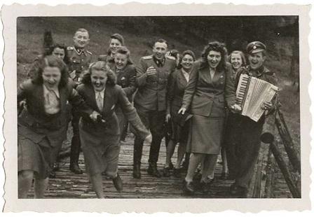 Karl_Hoecker_riu_a_Auschwitz