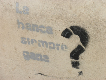 Este graffiti en serie, estampado en un muro bajo, es sinónimo de la grave crisis económica que padece España y en la que las entidades bancarias han soportado un enorme […]