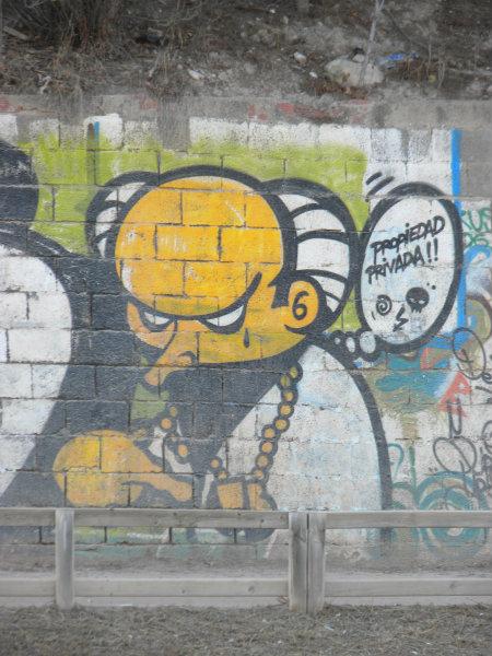 Este graffiti es iconográfico y textual al mismo tiempo y nos brinda la oportunidad de identificar al conocido personaje Montgomery Burns de la serie animada Los Simpsons. En este […]