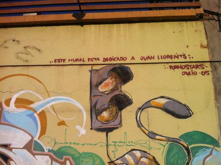 Graffiti textual como parte de un gran mural. Avenida de Santa Pola. 15/12/2013