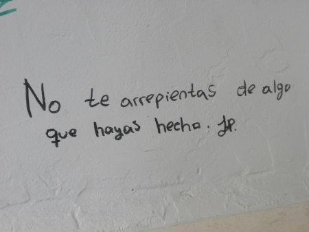 Este graffiti, trata de reflejar un consejo que parece que una persona le está dando a otra, pero no parece muy convincente debido a que es una frase muy objetiva, […]