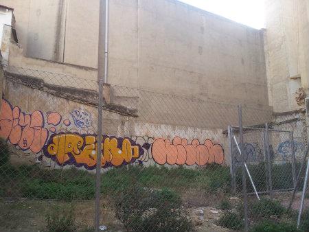 No existen los obstáculos cuando el arte llama y en este caso los autores de estos graffitis en pompa y Throw upsno tuvieron problema en omitir las medidas de seguridad […]