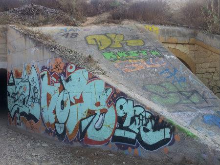 Aliviadero Hidráulico en el Barranco de San Antón destinado a permitir el paso del agua bajo la vía del tren en caso de fuertes precipitaciones. Los graffitis que se pueden […]