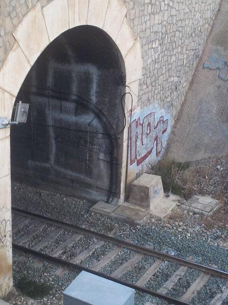 """Aunque es confuso, en el graffiti puede leerse """"K54"""", el grupo que reivindica la mayoría o casi todas las obras de toda esta zona de la ciudad. Es […]"""