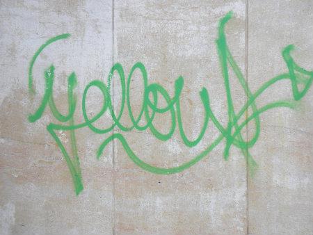 """""""Yellow"""" escrito en inglés significa el color amarillo en castellano. Nos encontramos ante un graffiti simple, que no pretede transmitir ningún mensaje y seguramente se trate de la firma de […]"""