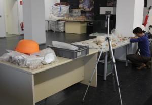 Inventario y catalogación en la sala multiusos del CABC