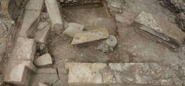 Actualmente llevamos a cabo la última fase de excavaciones de nuestro proyecto, concretamente en el área funeraria ubicada junto a la puerta oriental. Una vez excavados otros sectores, el equipo […]