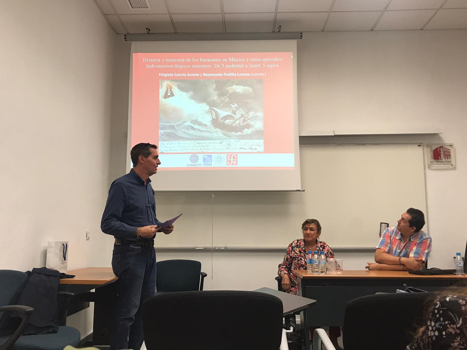 Detalle de la presentación del libro por Jorge Olcina