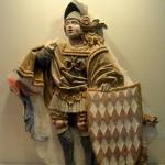 Guerrero del palacio de los Centelles, s. XVI. Escudo con motivo heráldico de la familia.