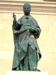 Estatua de Alejandro VI, situada en el exterior de la Seu de Xàtiva