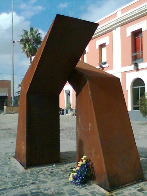 Monument a les víctimes del bombardeig de l'estació de Xàtiva