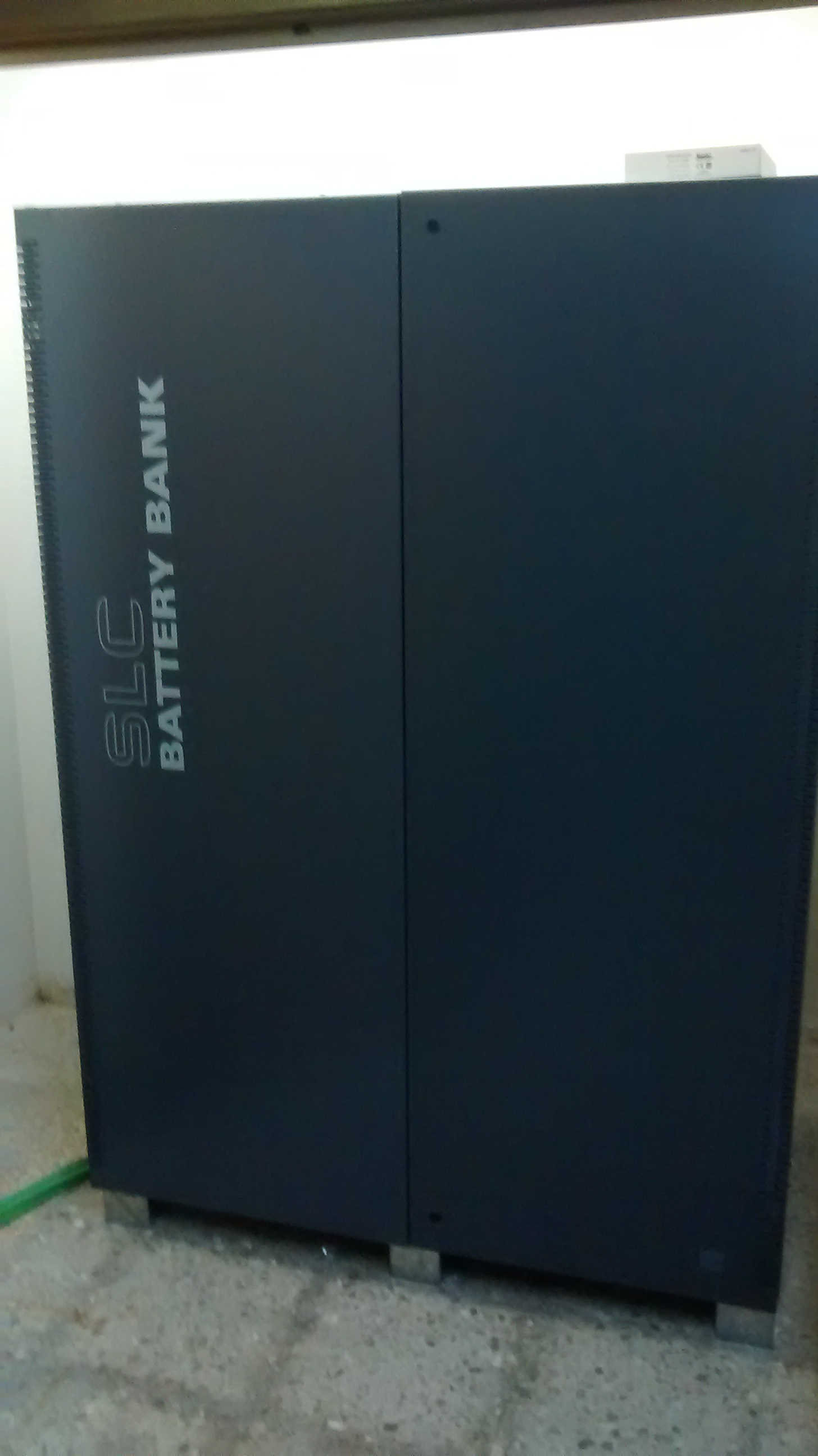 Banco de baterías cerrado