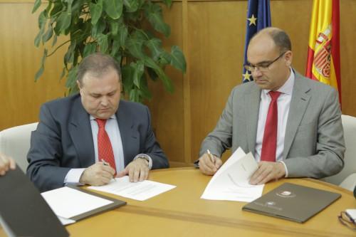Firma del convenio de colaboración entre la Universidad de Alicante y Urbana IDR.