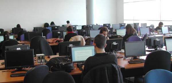 Sala de libre acceso en la Biblioteca General
