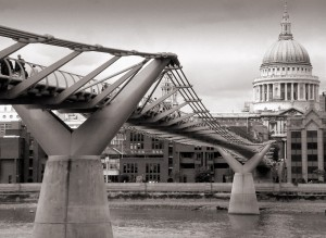 London_millenium_wobbly_bridge[1]