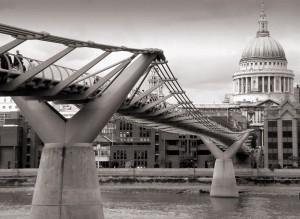 London_millenium_wobbly_bridge[1]