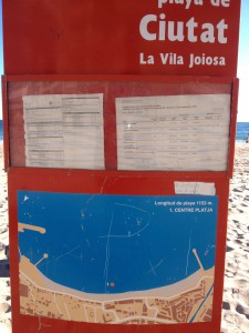 una ciudad como la Vila que parte de su economía se basa en el Turismo no puede permitirse una cartelería así de vieja con incluso anotaciones con folios